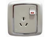 品牌:梅兰日兰 Meilan 名称:白色带灯带开关三极插座 型号:L520.AA