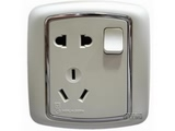 品牌:梅兰日兰 Meilan 名称:白色带开关二、三极插座 型号:L570.AA